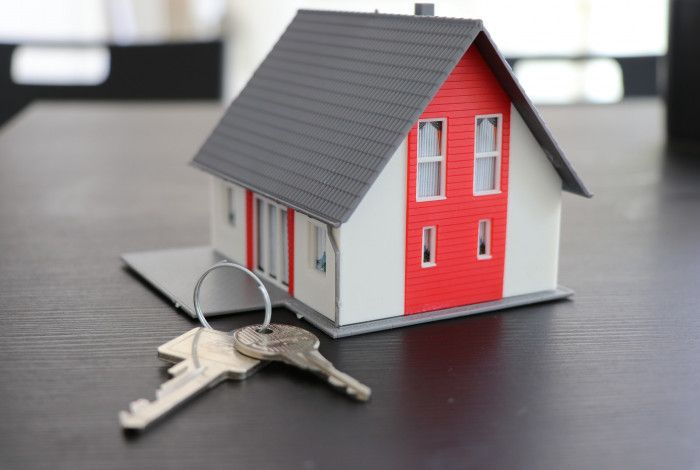 keys with model house