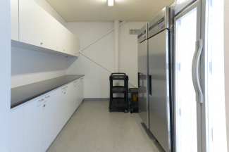 Kitchen with refrigeration